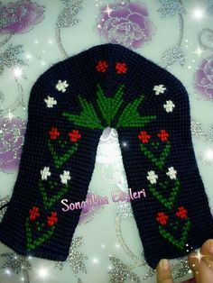 This Pin was discovered by Bah Diy Crafts Images, Easy Diy Crafts, Broomstick Lace, Knitted Slippers, Knitting Socks, Crochet Patterns, Stitch, Sewing, Fuzzy Slippers