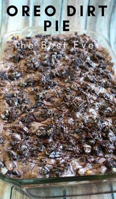 Oreo Dirt Pie is the most addicting thing in the world. This pie will leave you wanting more so make 2 just in case. Oreo Dirt Pie is the most addicting thing in the world. This pie … Mini Desserts, Pudding Desserts, Köstliche Desserts, Delicious Desserts, Yummy Food, Healthy Desserts, Cheesecake Desserts, Raspberry Cheesecake, Dirt Cake Recipes