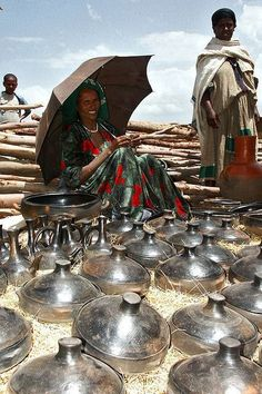 Connections: Traditional Ethiopian dishware in a market, Ethiopia by Eric Lafforgue East Africa, North Africa, Kenya, Ethiopia People, People Around The World, Around The Worlds, Ethiopian Beauty, Art Et Architecture, Expo Milano 2015