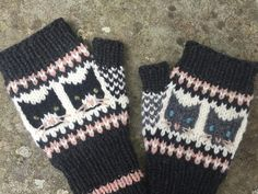 Ravelry: Curious Cats pattern by Fiona Alice Fair Isle Knitting, Arm Knitting, Knitting Charts, Knitting Socks, Knitted Mittens Pattern, Knit Mittens, Christmas Knitting Patterns, Fingerless Gloves Knitted, Red Heart Yarn