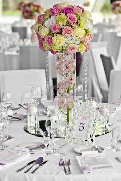 Dekoracja stołu - Hotel Narvil, perfect moment, różowe róże, kompozycja kulista, goździk, storczyk cymbidium Dianthus Barbatus, 23 December, Soy Candles, Flower Arrangements, In This Moment, Table Decorations, Flowers, Wedding, Home Decor