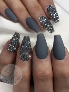 Fancy dark gray coffin nails with silver glitter coffin shaped nails design Here are some gorgeous gray nail art design ideas between black and gray nails, pink and grey nails, and gray ombre nails! Matte Nails Glitter, Grey Matte Nails, Grey Nail Art, Coffin Nails Matte, Coffin Shape Nails, Silver Nails, Best Acrylic Nails, Grey Art, Dark Nails With Glitter