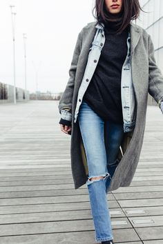 Wintry casual look. Long gray pentcoat over denim jacket.