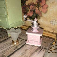 ♥ 1 Kaffeemühle und Eisbecher shabby chic ROSA Miniatur Puppenstube 1:12 ♥