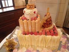ひとつのケーキの上に「シャルロット」「クロカンブッシュ」「ショートケーキ」と、欲ばりに全部入れちゃいました!