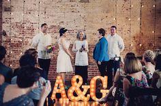 La+bonne+idée+deco+pour+un+mariage+industriel+#lettreslumineuses