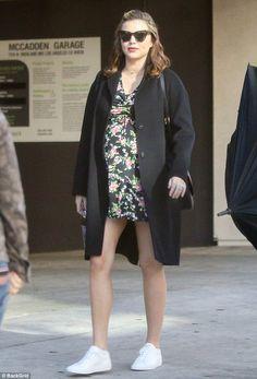 Miranda Kerr Turns a Baby Bump and Bombshell Legs Into the Ultimate Third Trimester Win Miranda Kerr Dress, Miranda Kerr Style, Pregnancy Looks, Pregnancy Outfits, Stylish Maternity, Maternity Fashion, Pregnant Celebrities, Celebrity Style, Street Style