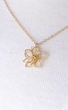 Cute pendant :) Delicate Gold Flower Necklace Simple Flower