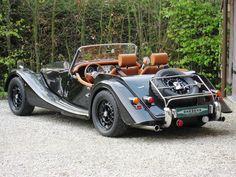 Ah the Morgan Roadster: my dream car Classic Sports Cars, Vintage Sports Cars, Bmw Classic Cars, British Sports Cars, Vintage Cars, Antique Cars, Bugatti, Maserati, Lamborghini