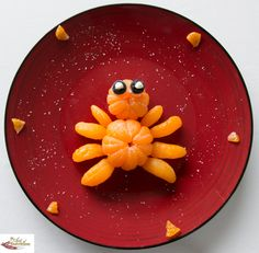 Fun food art Mandarin Spider - Fun, healthy, creative food for kids big and small Finger Foods For Kids, Easy Snacks For Kids, Food Art For Kids, Cooking With Kids, Kids Meals, Edible Crafts, Edible Food, Food Crafts, Diy Food