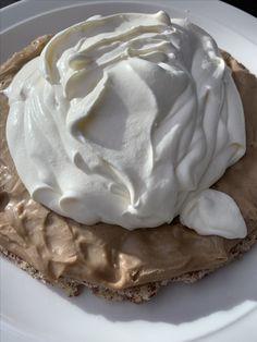 Ljuvliganina.com Cookie Cake Pie, Cookie Desserts, Dessert Recipes, Grandma Cookies, Meringue Pavlova, Delicious Desserts, Bakery, Food And Drink, Sweets