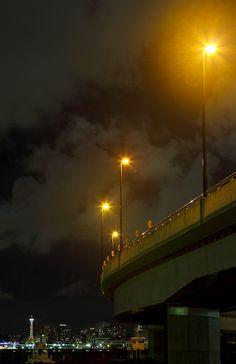 横浜のマリンタワーと専用道路の夜景  / Free Stock Photos
