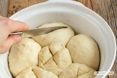 Morgenmuffel-Sonntagsbrötchen, die man am Vortag vorbereiten kann Go to the bakery for Sunday breakfast? Or get up early and bake yourself? Not necessary with these three variants for quick and easy homemade rolls. And Drink Breakfast Party, Sunday Breakfast, Breakfast Recipes, Easy Homemade Rolls, Law Carb, Best Pancake Recipe, Pancake Recipes, Bread Starter, Pampered Chef