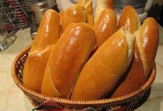 Hot-dog kifli Katharosz konyhájából Austrian Recipes, Hungarian Recipes, Austrian Food, Hot Dog Buns, Hot Dogs, Ketchup, Bagel, Scones, Hamburger