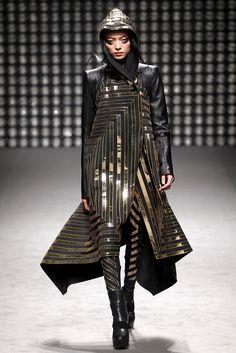 Sfilata Gareth Pugh Parigi - Collezioni Autunno Inverno 2011/2012 - Vogue
