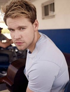 Chord Overstreet plays Sam Evans