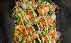 Nori-paistettu lohi Pasta Salad, Meat, Chicken, Ethnic Recipes, Crab Pasta Salad, Cubs