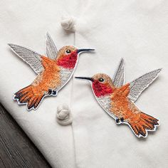 1Pair of Hummingbird Embroidered Patches for Clothing Iron Sew Applique Clothes Badge Stickers Jeans Jacket Decoration Patches