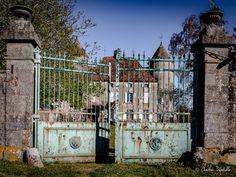 https://flic.kr/p/FJH1Xq   Chateau des Puits - Gourdon   Le château était dit « Maison forte » et date du XVème siècle. Elle faisait partie des nombreux châteaux forts et maisons fortes dépendant de la place forte royale de Mont St Vincent