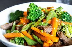 Fast & flavorful for weeknights --> Ginger Beef & Broccoli Stir Fry #lowcarb #protein