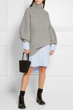 Oversized knitwear at the ready.
