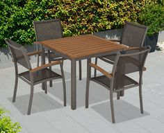 AKI+Bricolaje,+jardinería+y+decoración.+ Mueble+de+balcón+NIZA+ Conjunto+de+jardín+para+balcón+o+terraza+compuesto+de+mesa+cuadrada+con+tablero+de+madera+y+2+sillas+con+brazos+y+apilables.+Estructura+en+color+gris+lava+pardo.