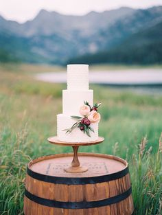 Elegant wedding cake | Wedding & Party Ideas | 100 Layer Cake