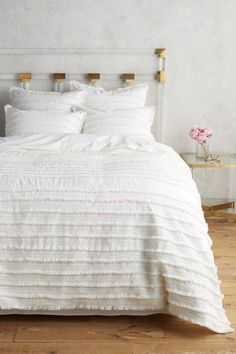All white and gold bedroom - so dreamy! Love the fringed duvet bedspread - so Anthropologie (affiliate link)
