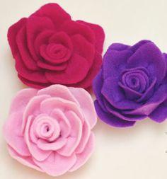 Fazer tiaras de meia com essas rosas de feltro.! Coloco foto aqui depois.!