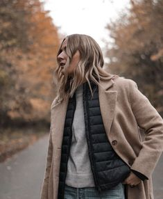 winter outfits layered How to layer up for winter (and look chic at the same time) Winter Layering Outfits, Cold Weather Outfits, Warm Outfits, Fall Fashion Outfits, Fall Winter Outfits, Autumn Winter Fashion, Layered Fashion, Stylish Jackets, Winter Looks
