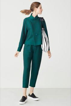 Sfilata Issey Miyake New York - Pre-collezioni Primavera Estate 2018 - Vogue