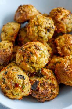 Mushroom, quinoa and red pepper veggie balls - Vegan Recipes Tasty Vegetarian Recipes, Vegan Dinner Recipes, Veg Recipes, Vegan Dinners, Vegan Vegetarian, Appetizer Recipes, Whole Food Recipes, Cooking Recipes, Meat Appetizers