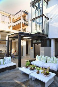 aha The Rex Hotel Knysna Within 300 metres of Knysna Waterfront shopping area, Rex Hotel offers the ultimate in self-catering comfort. Luxurious rooms and apartments feature modern design, LCD TVs and extra-large windows.