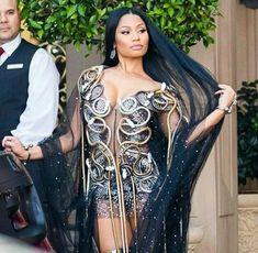 Nicki Minaj got tied up while taking a topless walk-in Dressing Room Selfie Nicki Baby, Nicki Minja, Nicki Minaj Barbie, Nicki Minaj Outfits, Nicki Minaj Pictures, Divas, Nicki Minaj Wallpaper, Rap, Celebrity Look