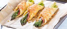 Lekker hartig pakketje van asperges omwikkeld met ham en bladerdeeg en een korstje kaas