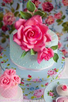 Pink roses, love mini cakes