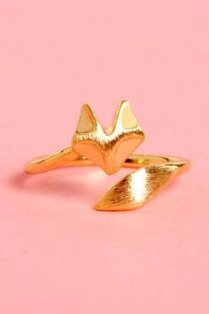 Check it out from Lulus.com! For all those foxy ladies out there, the Sly as a Fox Gold Knuckle Ring is right up your alley! A thin golden band with a friendly fox head and tail wraps around your finger just above the top knuckle. Ring comes in size 4, but will adjust to fit. Man made materials. Imported.