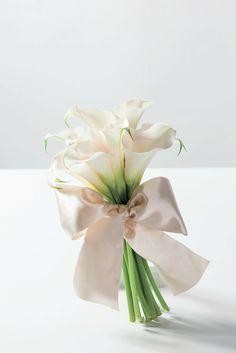 かすみ草・バラ・ガーベラ等人気のお花でつくる♡シンプル可愛い〔1種類で作った〕ブーケ特集*にて紹介している画像