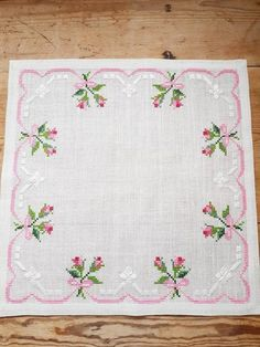 Lovely floral/roses cross stitch embroidered tablecloth in white linen from Sweden - Krajka Cross Stitch Fruit, Cross Stitch Rose, Cross Stitch Borders, Cross Stitch Patterns, Embroidery Flowers Pattern, Rose Embroidery, Vintage Embroidery, Flower Patterns, Embroidered Towels