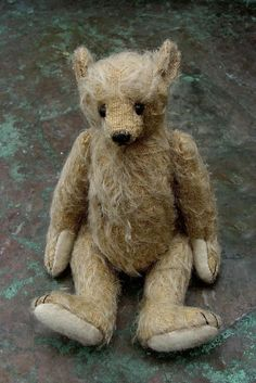 Phinneaus Old World Artist Bear PDF Pattern by par aerlinnbears