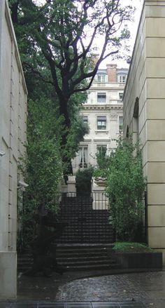 Palacio Duhau - Park Hyatt. vista desde la calle Posadas. Buenos Aires.