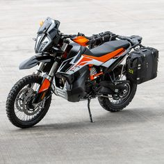 790 Adventure R is looking pretty good all set up to hit the road. We have run the panniers on a couple of bikes now… Ktm Adventure, Super Adventure, Motorcycle Adventure, Adventure Travel, Motorcycle Camping, Motorcycle Types, Moto Bike, Pantomime, Hd Nature Wallpapers