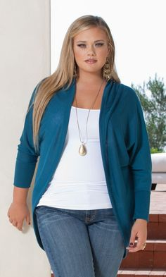 Chic, lightweight cocoon-style plus size shrug instantly adds polish to any outfit. Easy elegance is what this cardigan is about. Pair it with some skinny jeans for an ultra-sexy, comfy look, or layer it over a maxi dress. Over 50 Womens Fashion, Plus Size Fashion For Women, Fashion Over 40, Plus Size Women, Plus Size Shrugs, Plus Size Tops, Plus Size Fall Outfit, Plus Size Outfits, Chubby Fashion
