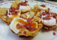 Tapa de patatas fritas huevo y jamón Canapes, Potato Salad, French Toast, Food And Drink, Menu, Eggs, Favorite Recipes, Cooking, Breakfast