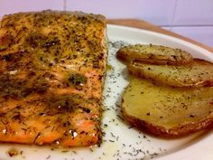 Baked salmon with honey and mustard - Lila's kitchen - Recipes Great Recipes, Favorite Recipes, Healthy Recipes, Healthy Food, Honey Salmon, Baked Salmon, Recipe Today, Fish And Seafood, International Recipes