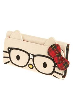 I'm not a hello kitty person but i looooove this wallet!!! i think i might buy it if i see it in a store