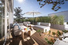 Ich habe von der Bauherrschaft freie Hand bekommen und durfte ein ganz neues Konzept entwerfen. Ich habe es so gestaltet, wie ich es auch für mich persönlich einrichten würde: Gemütlich, mit klar definierten Bereichen, natürlicher Bepflanzung und wunderbaren Möbeln. Ein tolles Projekt mit toller Bauherrschaft. Outdoor Sectional, Sectional Sofa, Outdoor Furniture Sets, Outdoor Decor, Home Decor, Patio, Planting, Concept, Plants