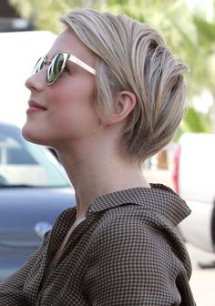 39 Cute Pixie Haircut Ideas For Women Looks More Pretty - Fashions Nowadays hair salon hairstyles hair cuttery hair salon near me hairless cat hair styles hair cuts hair accessories hair academy hair art Blonde Pixie Haircut, Cute Pixie Haircuts, Short Blonde Pixie, Long Pixie Hairstyles, Short Haircut, Pixie Haircut 2014, Layered Hairstyles, Thin Hair Pixie, Pixie Hair Color
