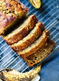 With this healthy banana bread recipe, you're only a few basic ingredients away from the best banana bread ever! It's made with whole wheat flour and honey. - The best banana bread recipe Healthy Bread Recipes, Banana Bread Recipes, Healthy Baking, Healthy Desserts, Cooking Recipes, Gluten Free Banana Bread, Banana Bread Recipe With Honey, Vegetarian Recipes, Best Healthy Banana Bread Recipe