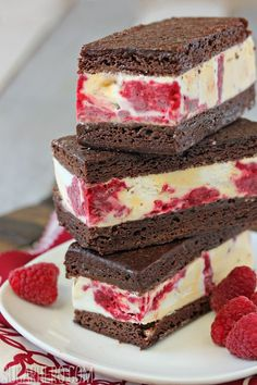Brownie Raspberry Swirl Ice Cream Sandwiches - rich chocolate brownies, vanilla ice cream, and a tart raspberry swirl Brownie Ice Cream, Ice Cream Treats, Ice Cream Desserts, Frozen Desserts, Ice Cream Recipes, Frozen Treats, Just Desserts, Delicious Desserts, Dessert Recipes